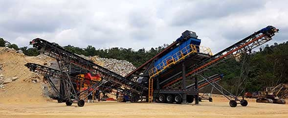Mobile crushing plant for highway construction in Malaysia