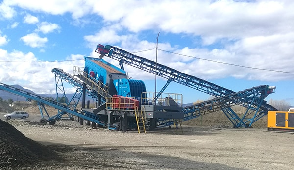 mobile crusher for stone crushing production line