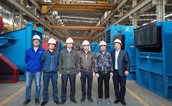 customer visit Luoyang Dahua stone crusher